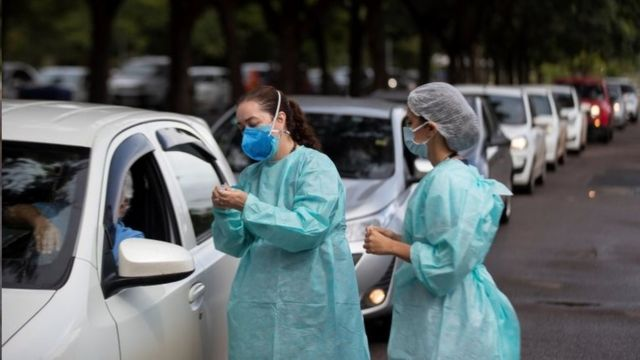 Fila de vacinação em Brasília