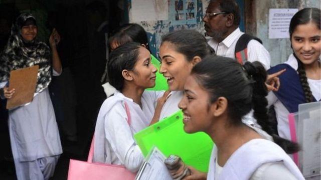 மதராசாவில் படிக்கும் மாணவிகள்