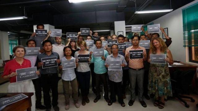 Nhân viên tờ Cambodia Daily cảm ơn bạn đọc