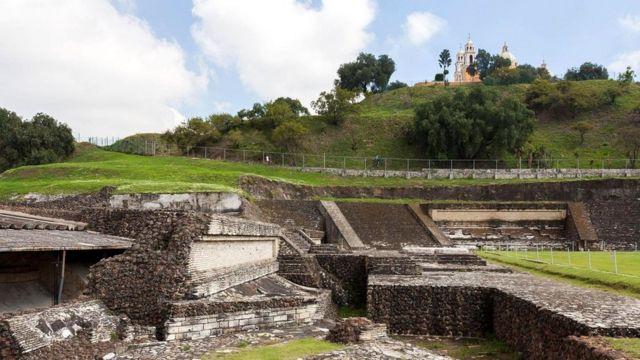 Пирамида была построена, чтобы задобрить Кетцалькоатля - одного из верховных божеств цивилизаций Центральной Америки