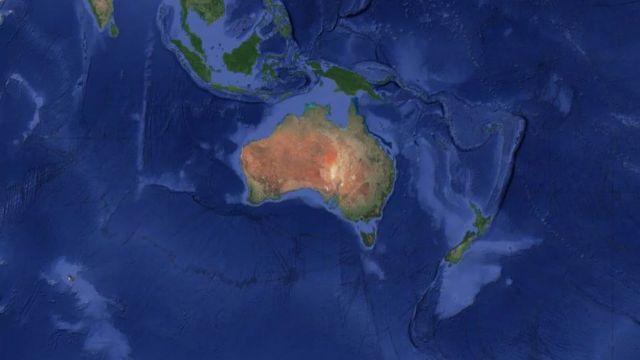 Les données satellitaires peuvent être utilisées pour visualiser le continent de la Zélande, qui apparaît comme un triangle inversé bleu pâle à l'est de l'Australie