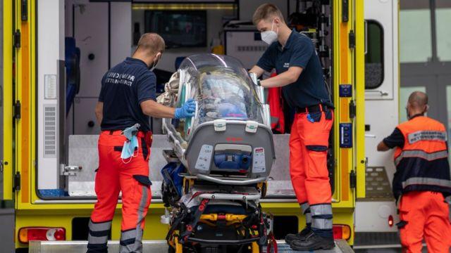 Navalny arrives at the hospital in Berlin
