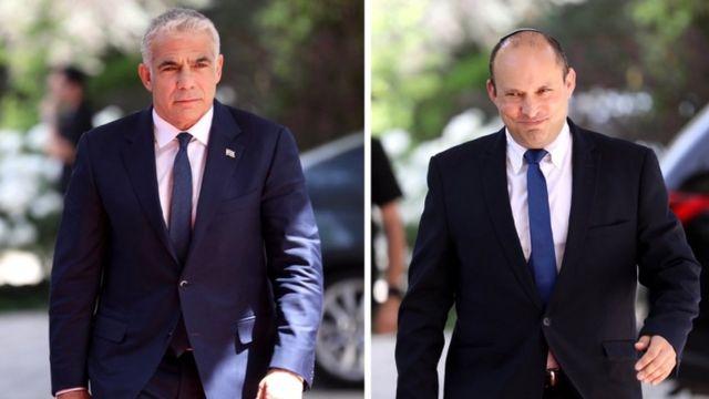 Yemina partisinin lideri Naftali Bennett (sağda) ve Yessh Atid partisinin lideri Yair Lapid (solda)