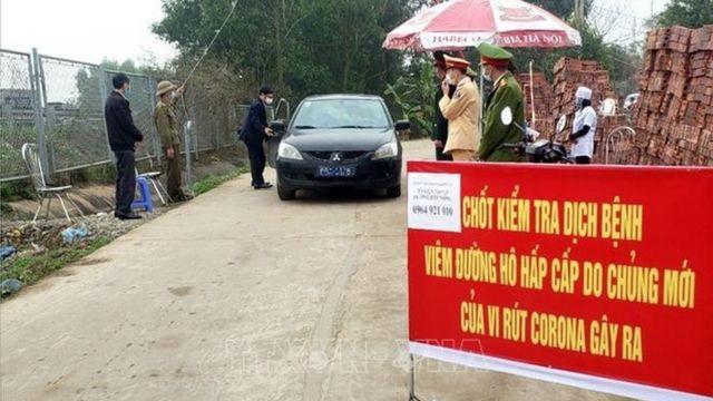 Một chốt kiểm soát tại một lối vào của xã Sơn Lôi, huyện Bình Xuyên.