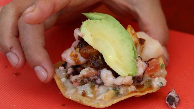 Una tostada de camarón mexicana