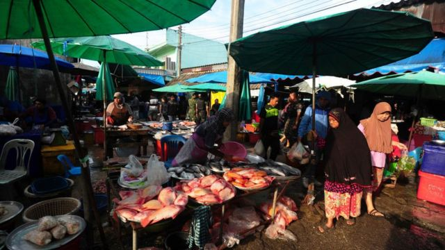 บรรยากาศที่ตลาดปลาในจังหวัดนราธิวาส