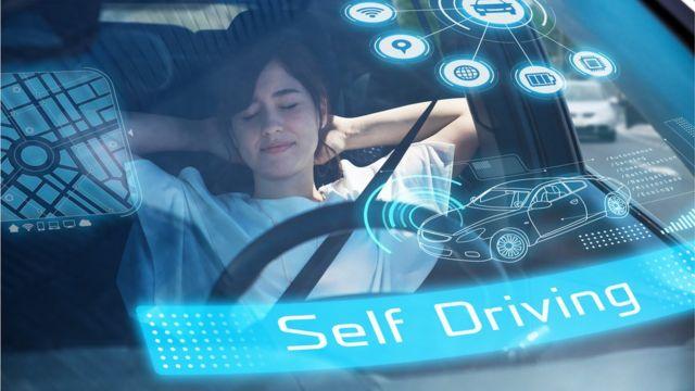 Женщина, заснувшая в машине