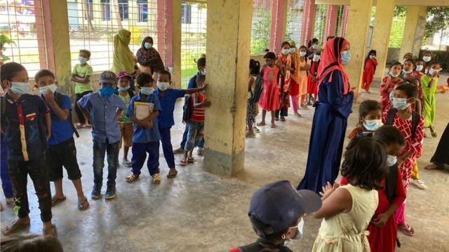 নারায়ণগঞ্জের আড়াইহাজারের কামরাণীরচর সরকারি প্রাথমিক বিদ্যালয়ের চিত্র