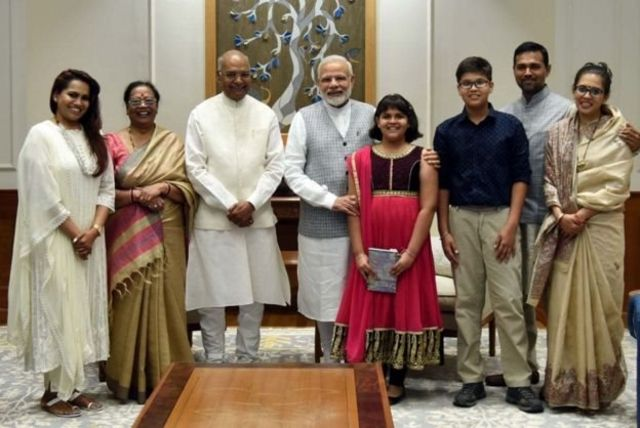 ராம்நாத் குடும்பத்துடன் நரோந்திர மோடி