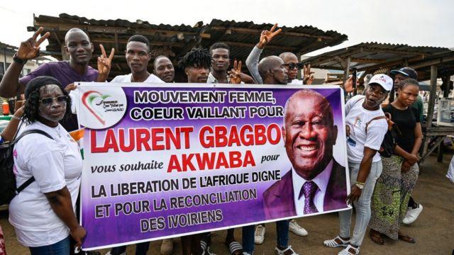 Des soutiens de Laurent Gbagbo attendent l'arrivée de leur leader Laurent Gbagbo