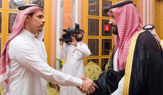 Salah,mtoto wa kiume wa Jamal Khashoggi akiwa na Mwanamfalme Mohammed Bin Salman