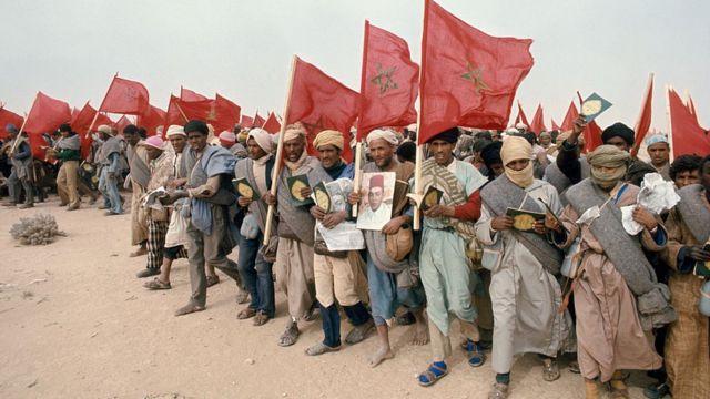 رجال مشاركون في المسيرة الخضراء