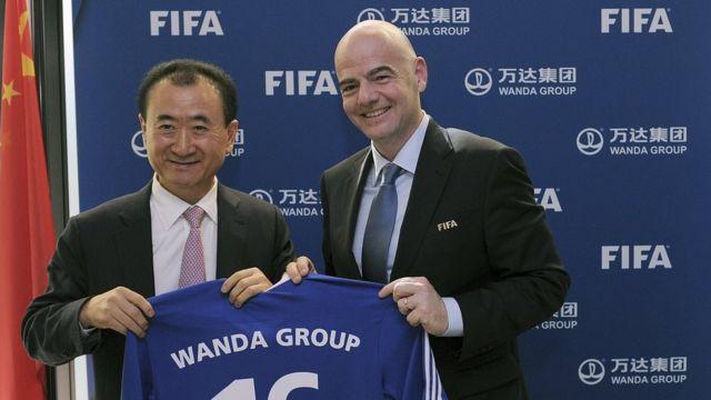 Wang Jianlin y Gianni Infantino Foto: Kurt Schorrer/FotoNet