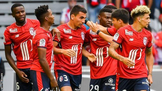 Jugadores del Lille celebran la victoria sobre Nantes.