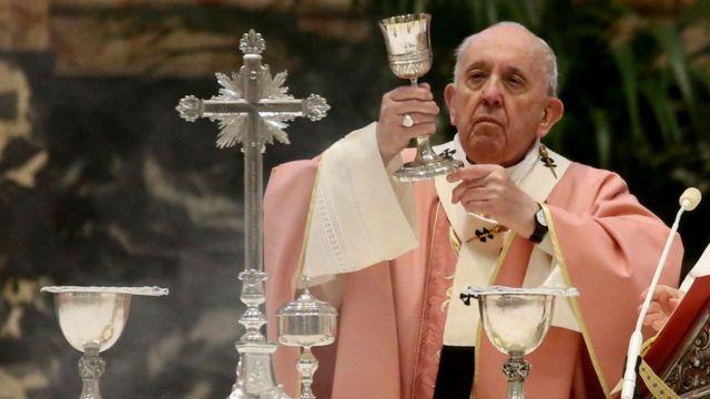 Papa Francis atura igitambo cya Misa muri Basilika ya Mutagatifu Petero kuwa 14 - 03 - 2021