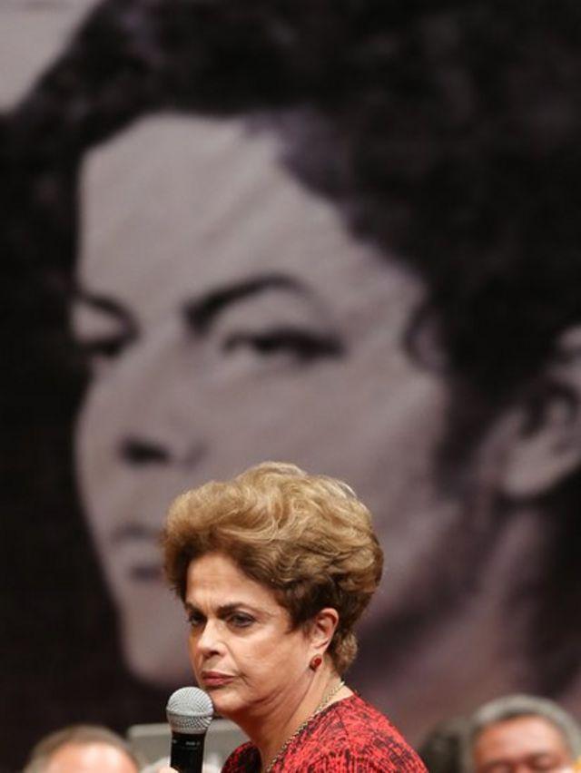 Dilma Rousseff em evento de apoio a seu retorno à Presidência
