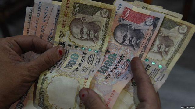पाचशे आणि एक हजार रुपयांच्या नोटा बाद ठरवण्यात आल्या.