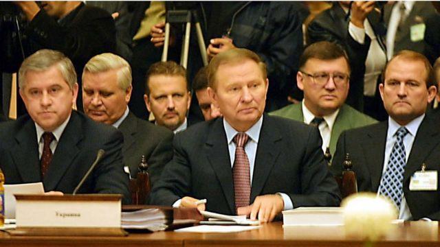 Анатолій Зленко (другий ліворуч)