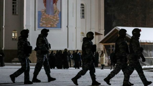 Сотрудники правоохранительных органов на территории Среднеуральского женского монастыря