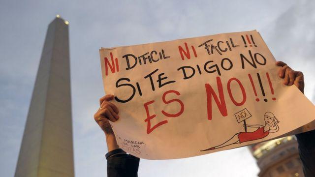 Pancarta en protesta por los abusos sexuales