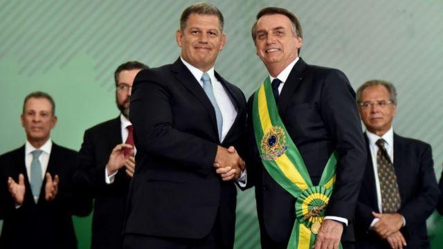 Gustavo Bebianno e Jair Bolsonaro com a faixa presidencial