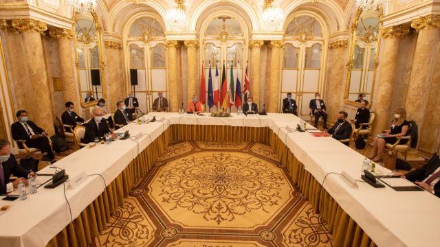 İran'ın nükleer başmüzakerecisi Abbas Araqchi'nin Avrupalı yetkililerle Viyana'da toplantıda (1 Eylül 2020)