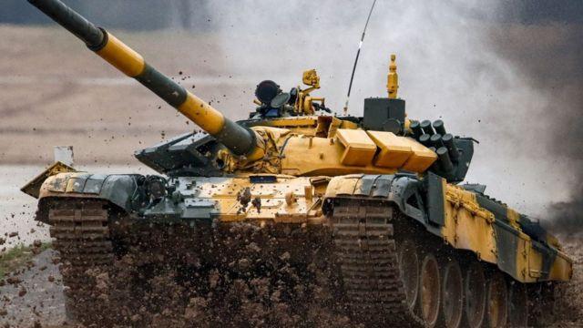Азербайджанский танк Т-72 на соревнованиях по танковому биатлону
