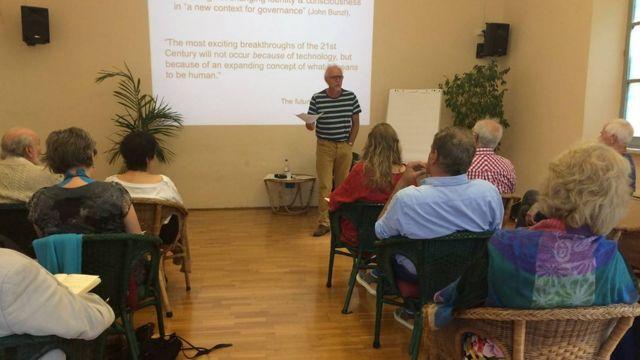 Психотерапевт Ник Даффел выступает на семинаре