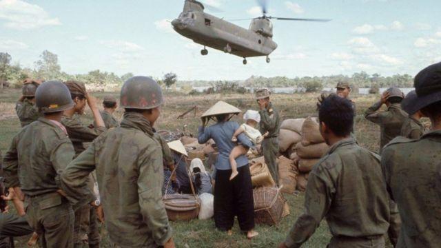 Quân lực VNCH sơ tán dân khỏi Bến Súc, Dầu Tiếng năm 1967 - hình tư liệu