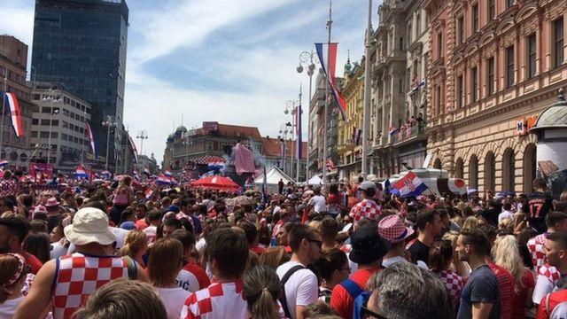 Trg Bana Jelačića u zastavama