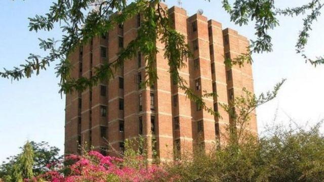दिल्ली के जवाहर लाल नेहरू विश्वविद्यालय के पुस्तकालय की इमारत.