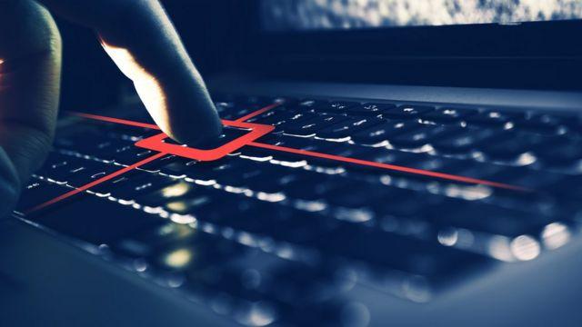 Dedo aperta teclado, que tem partes destacadas em vermelho representando uma espécie de escaneamentode informações