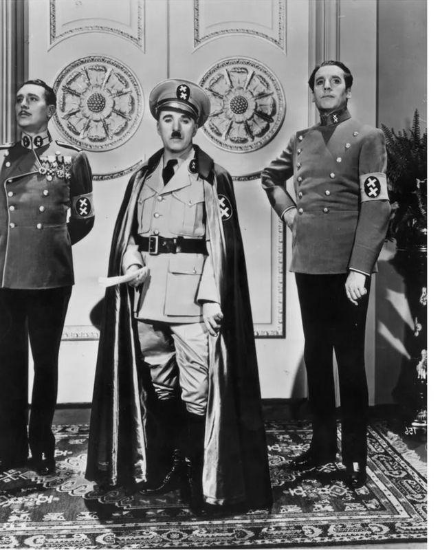 卓别林把辛克尔刻画成一个没有安全感的小丑,特别强调他大声咆哮的滑稽可笑(photo:BBC)