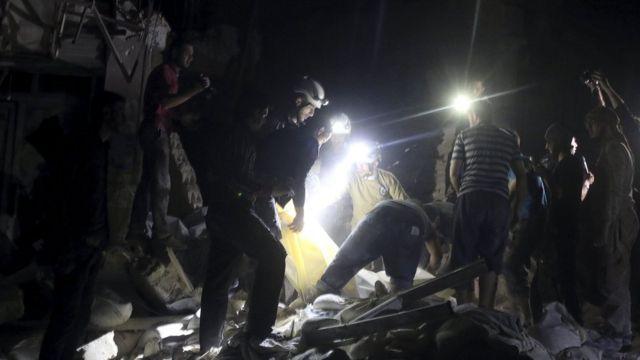 27日のアレッポ東部の空爆では少なくとも20人が死亡した
