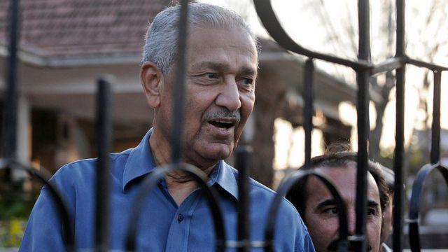 AQ Khan en arresto domiciliario en febrero de 2009.