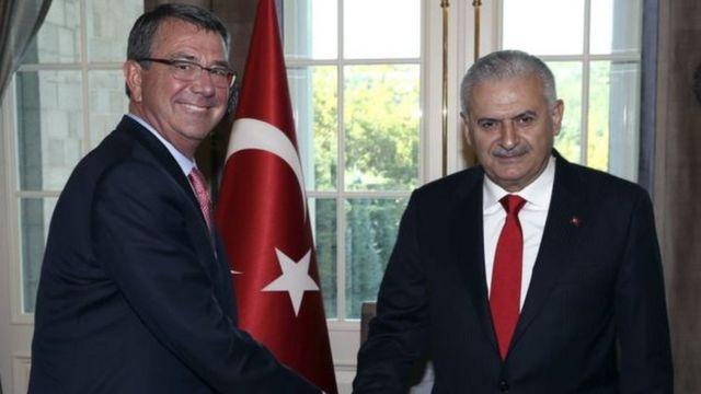 तुर्की के प्रधानमंत्री के साथ एश्टन कार्टर