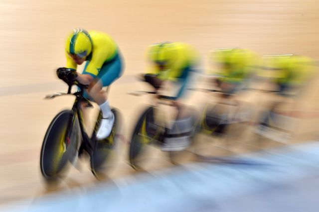سائیکلنگ کے 4,000 میٹر مقابلے میں شریک آسٹریلیا کی ٹیم۔