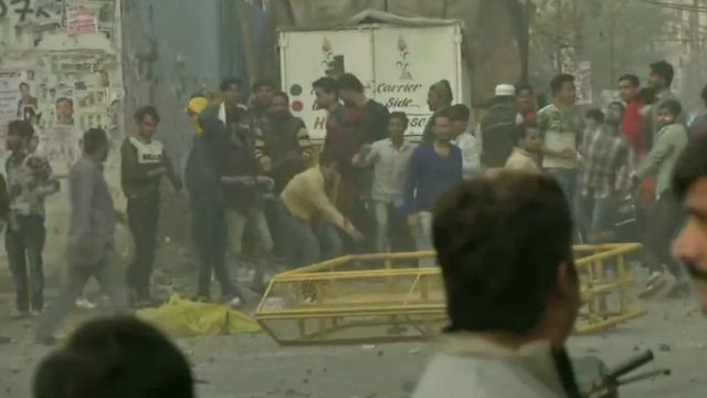 CAA supporters and opponents clash Delhi