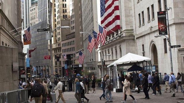 Gente en Wall Street