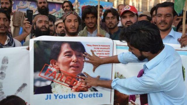 تظاهرات در پاکستان - سکوت سوچی در برابر وضعیت مسلمانان روهینگا انتقاد شدیدی را در پی داشته است
