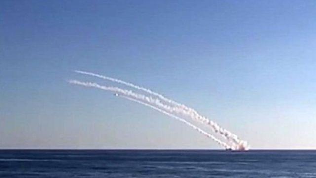 Rossiya bundan oldin ham Oʻrta Yer dengizidagi suvosti kemasidan raketa otgan(2015 yilgi fotosurat)