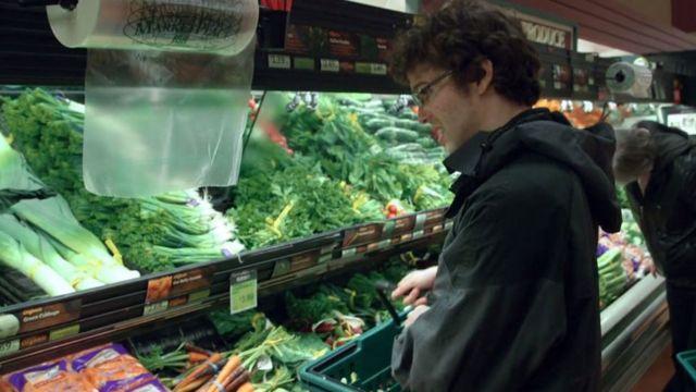 Robert fazendo compras