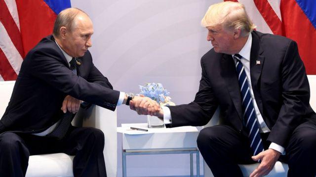 Rusya Devlet Başkanı Vladimir Putin ve ABD Başkanı Donald Trump Almanya'daki G20 zirvesinde ilk kez el sıkışırken