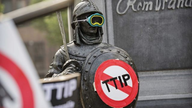 Протест в Амстердаме против Трансатлантического соглашения о партнерстве в области торговли и инвестиций между ЕС и США