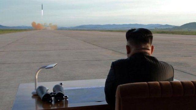 金正恩觀看導彈發射