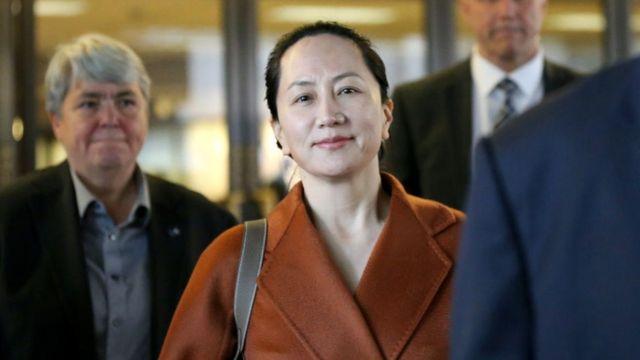 La directora financiera de Huawei Technologies, Meng Wanzhou, abandona los tribunales superiores de Columbia Británica el 23 de septiembre de 2019 en Vancouver, Canadá