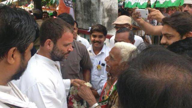 जालौन में खाट सभा के लिए पहुंचे राहुल गांधी