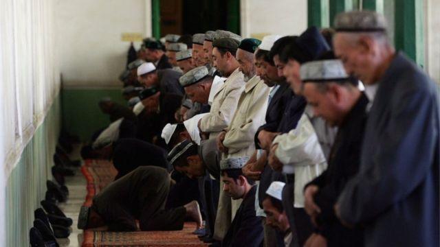 صلاة في أحد مساجد شينجيونغ