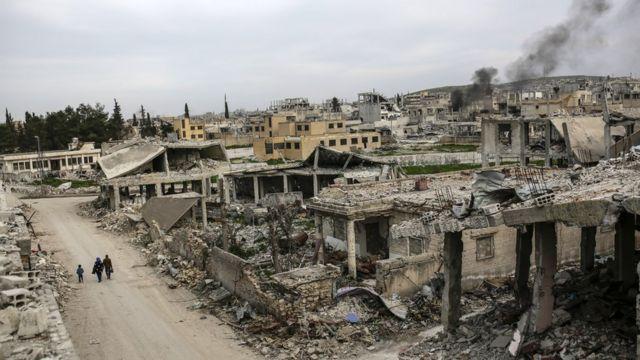 أطلال منازل في عين العرب (كوباني)