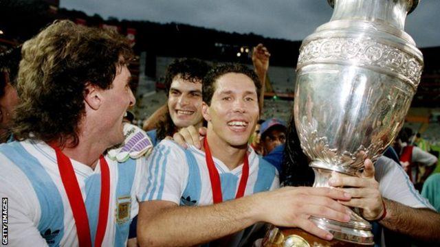 قهرمانیهای آرژانتین در رقابتهای کوپا آمهریکای ۱۹۹۱و ۱۹۹۳، آخرین موفقیتهای مهم این تیم در تورنمتهای بزرگ دنیا بود